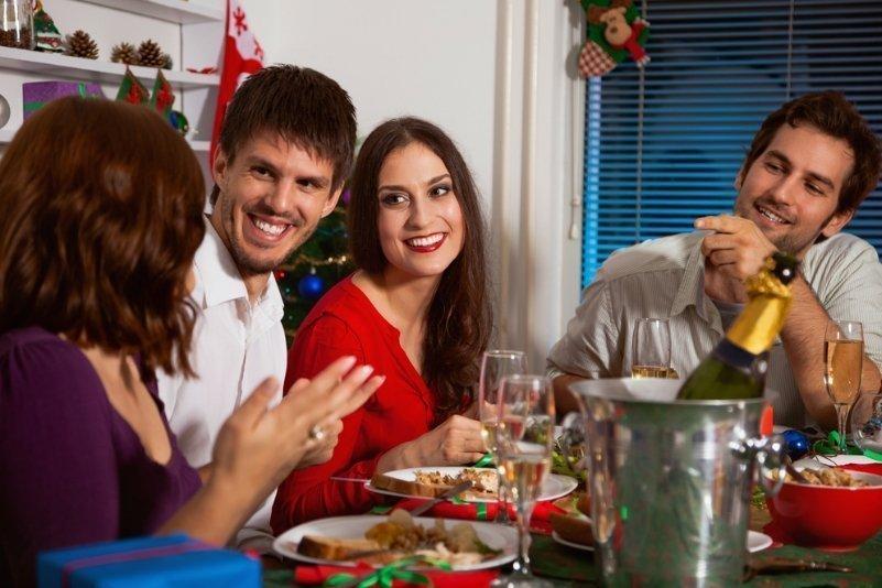 Новогодний фуршет: как отказаться от алкоголя, если коллеги пьют?