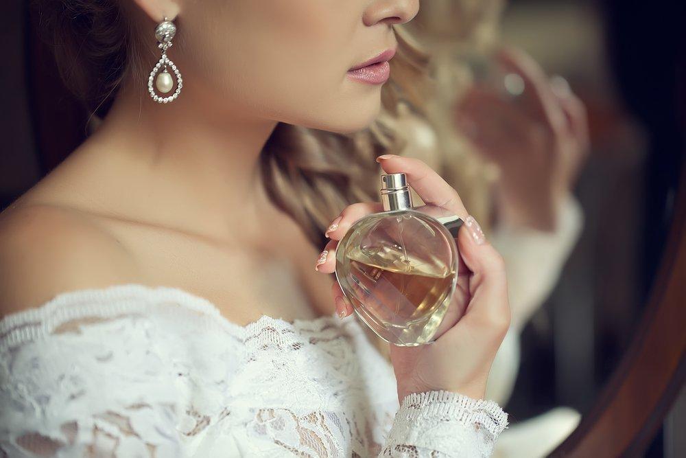 Девушка парфюм картинка