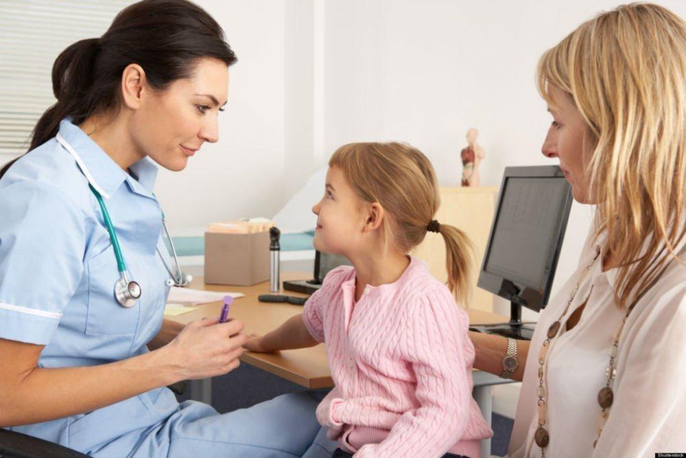 Мама и дочь пришли на прием к доктору онлайн смотреть