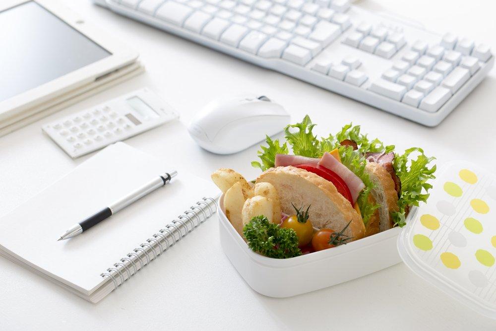 картинка бежим на обед быту