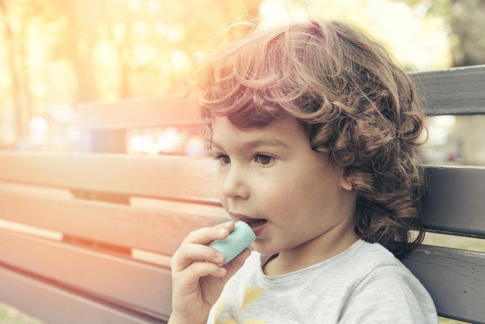 Если ребенок не может жить без конфет