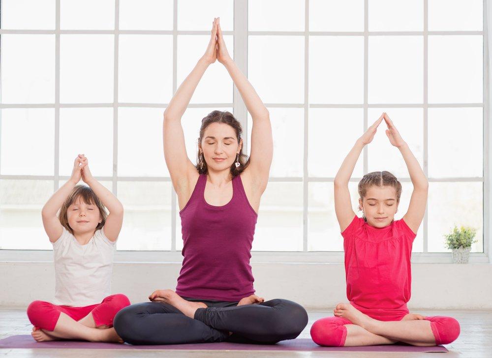 бенедикт йога для мам с малышами в картинках отдыхает