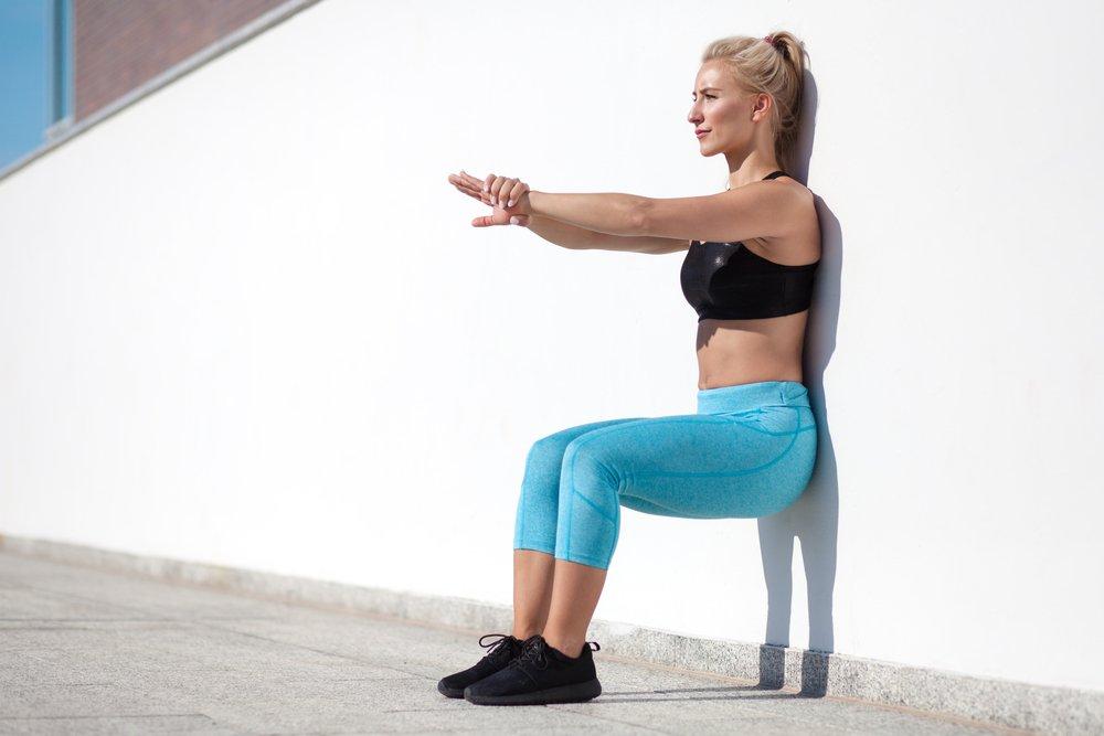Упражнение стульчик у стены: какие мышцы работают