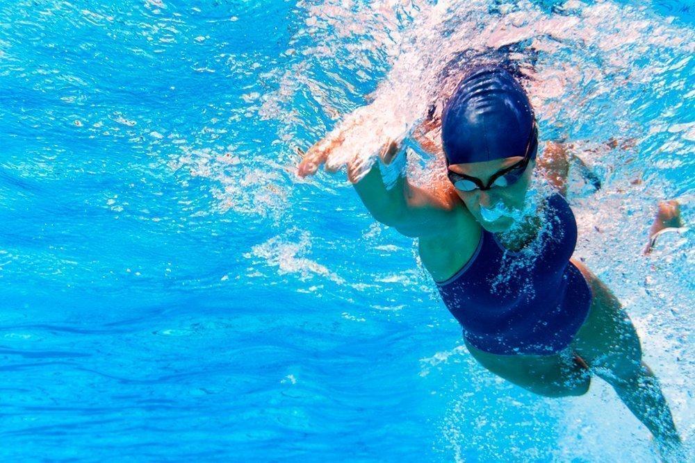Картинка пловцы в бассейне