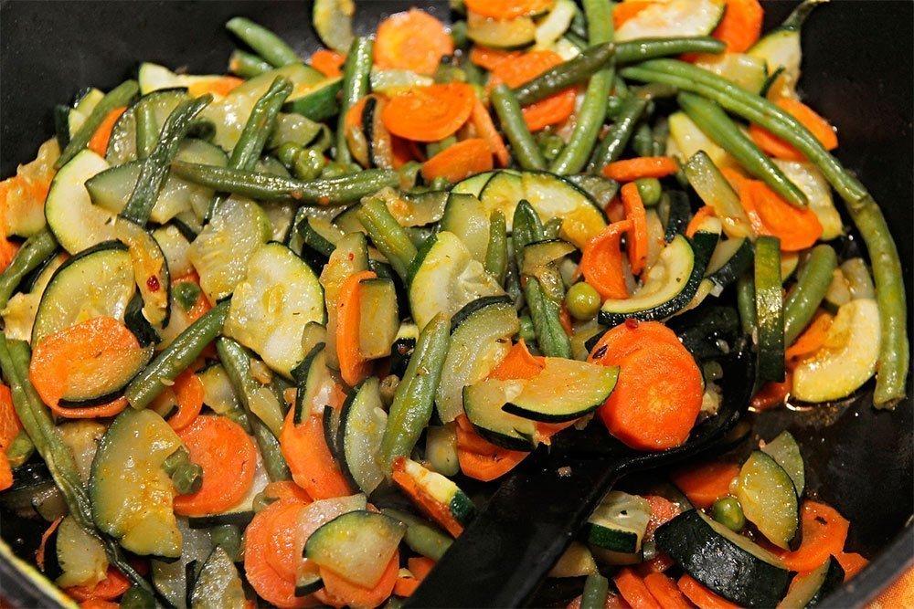 Сколько тушатся овощи