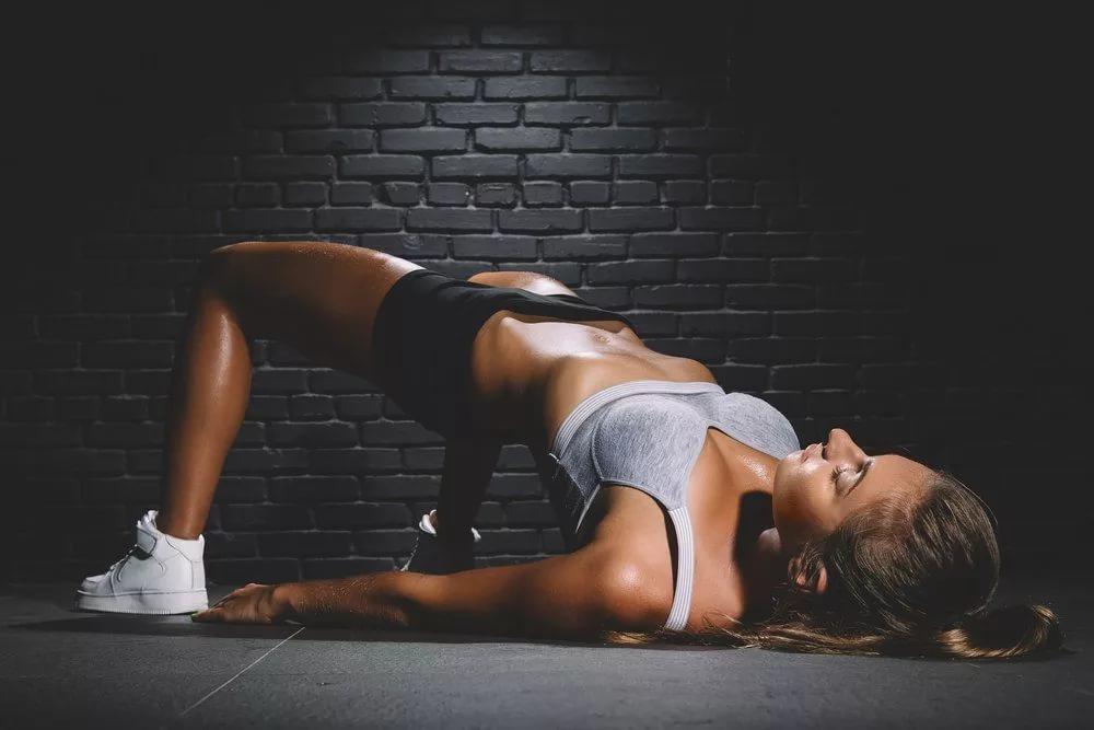 Ягодичный мостик: виды и секреты упражнения
