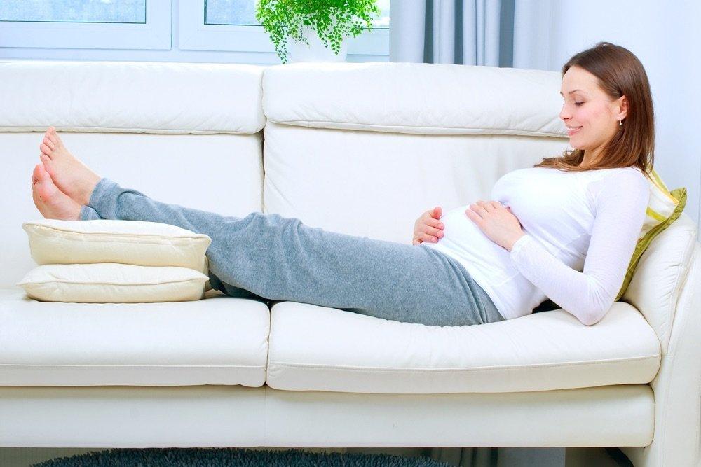 Что делать для уменьшения отеков ног во время беременности?
