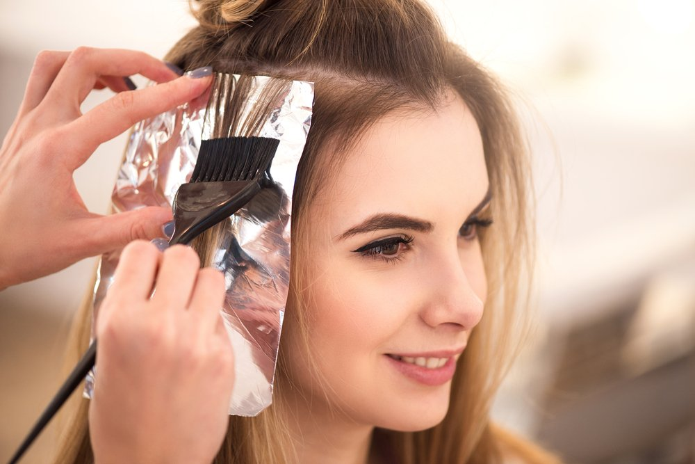Отросшие корни волос: закрашивание или маскировка?