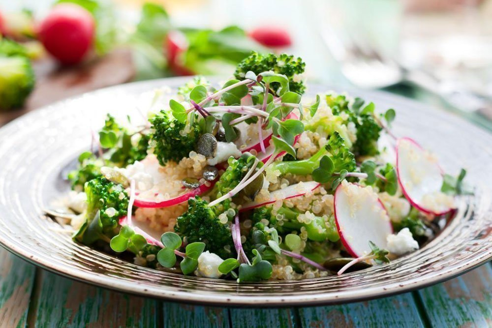 Ароматный теплый салат из овощей и тархуна