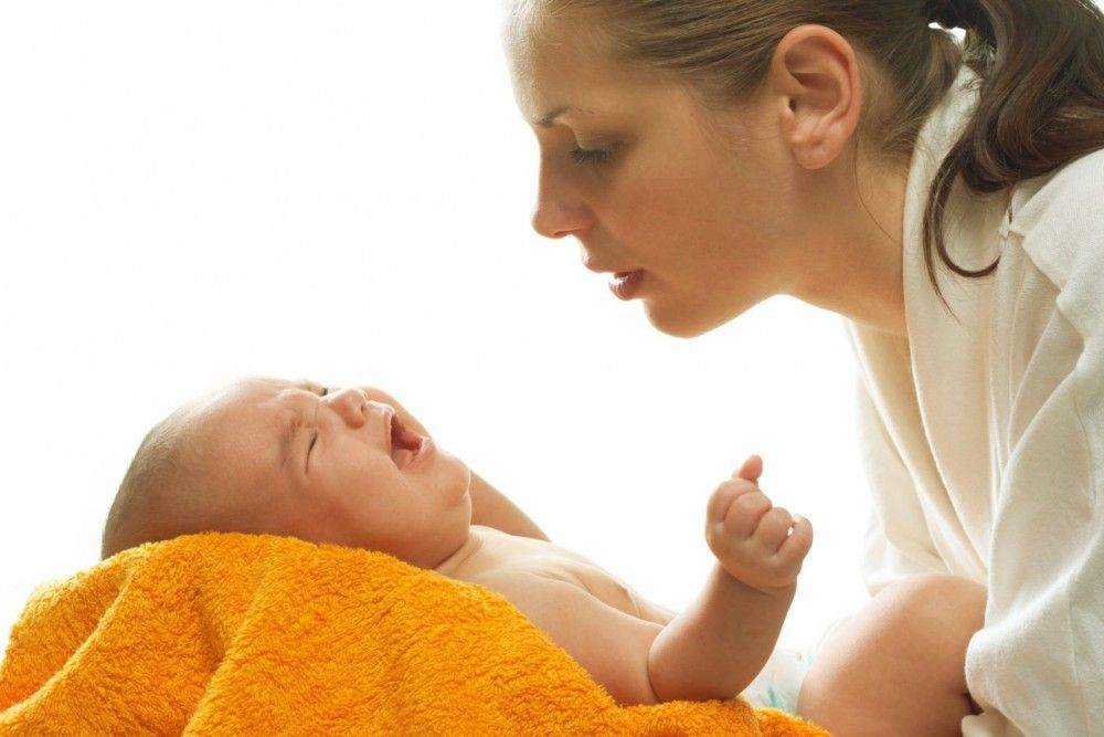 Колики у ребенка: плач и крики