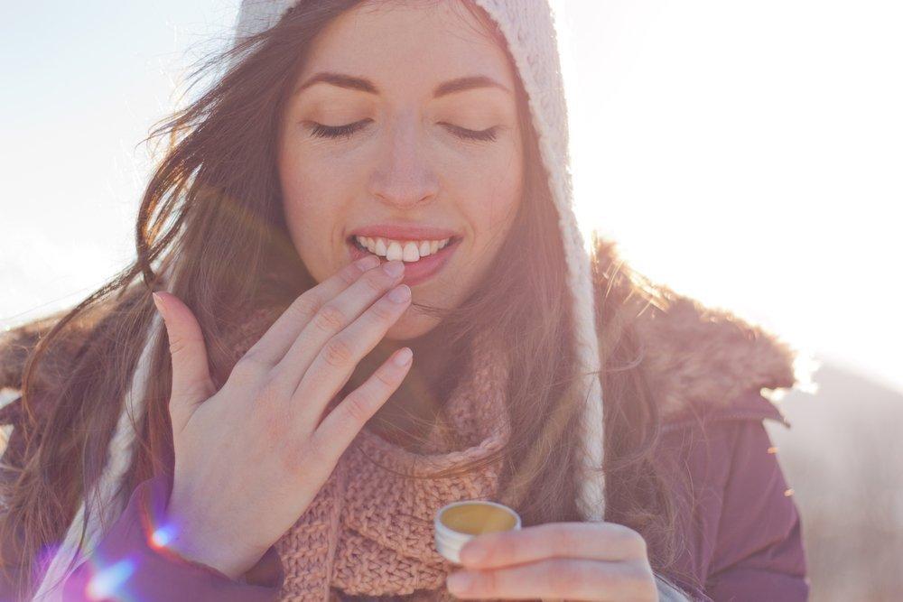 Секреты красоты губ против обветривания