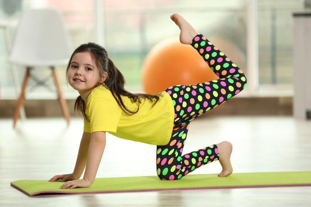 Практика йоги и ее значение для детей и взрослых