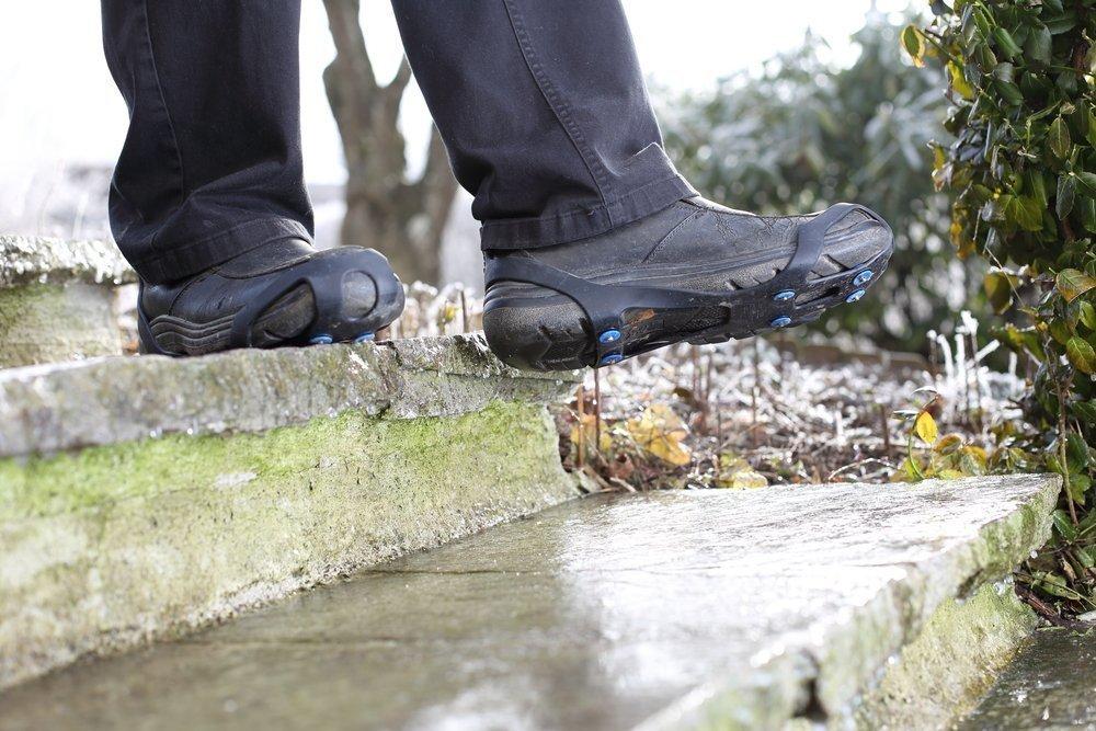Правильная обувь и приспособления против скольжения