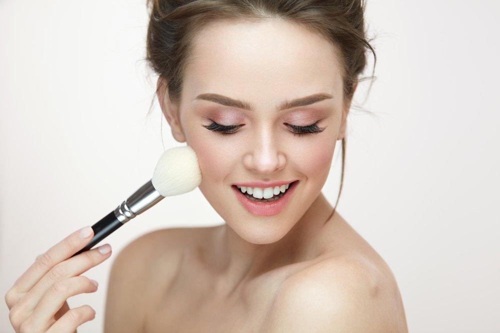 Как наносить прозрачную пудру на кожу лица
