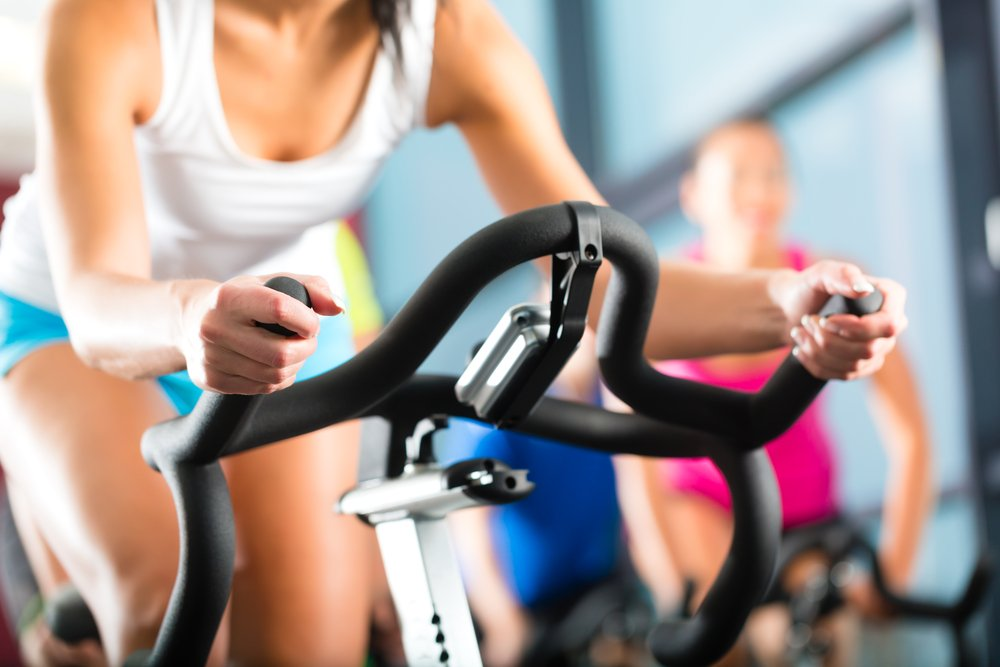 Прогулки на велосипеде или занятия на велотренажере