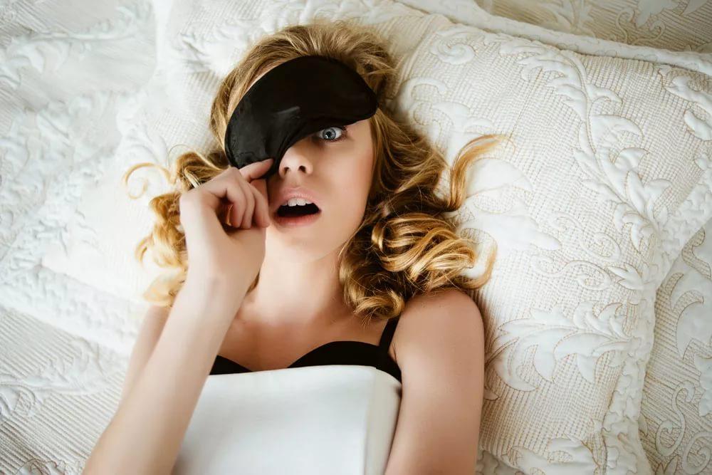 «Ночная красота» или почему нельзя спать с макияжем
