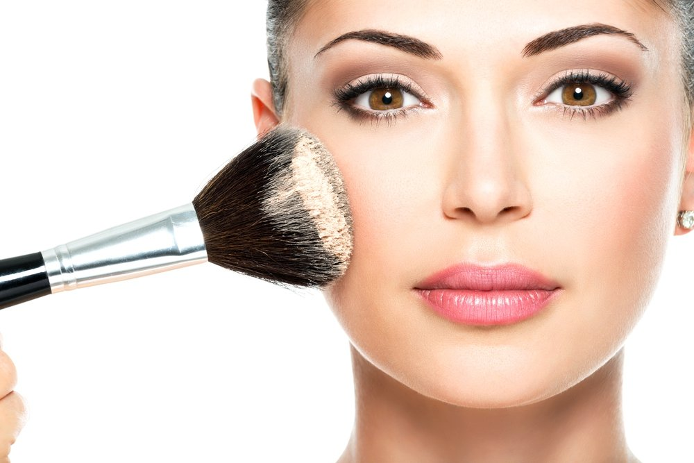 Остальной макияж — нейтральный