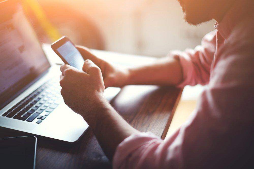 Психология мужчин: зачем они в Интернете строят новые отношения?