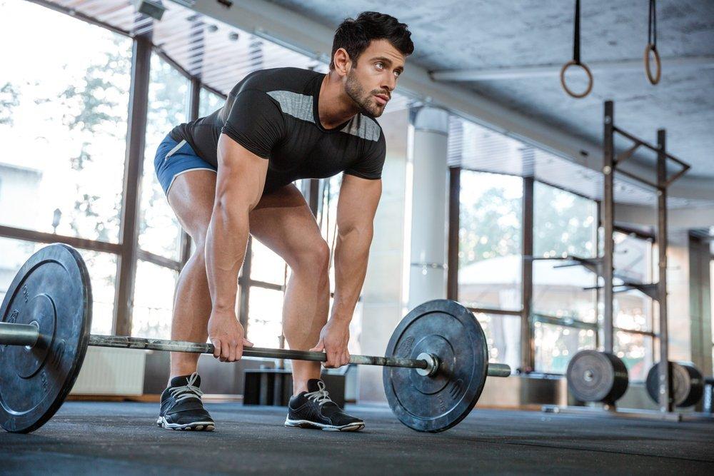 Фитнес-упражнения для плеч со штангой
