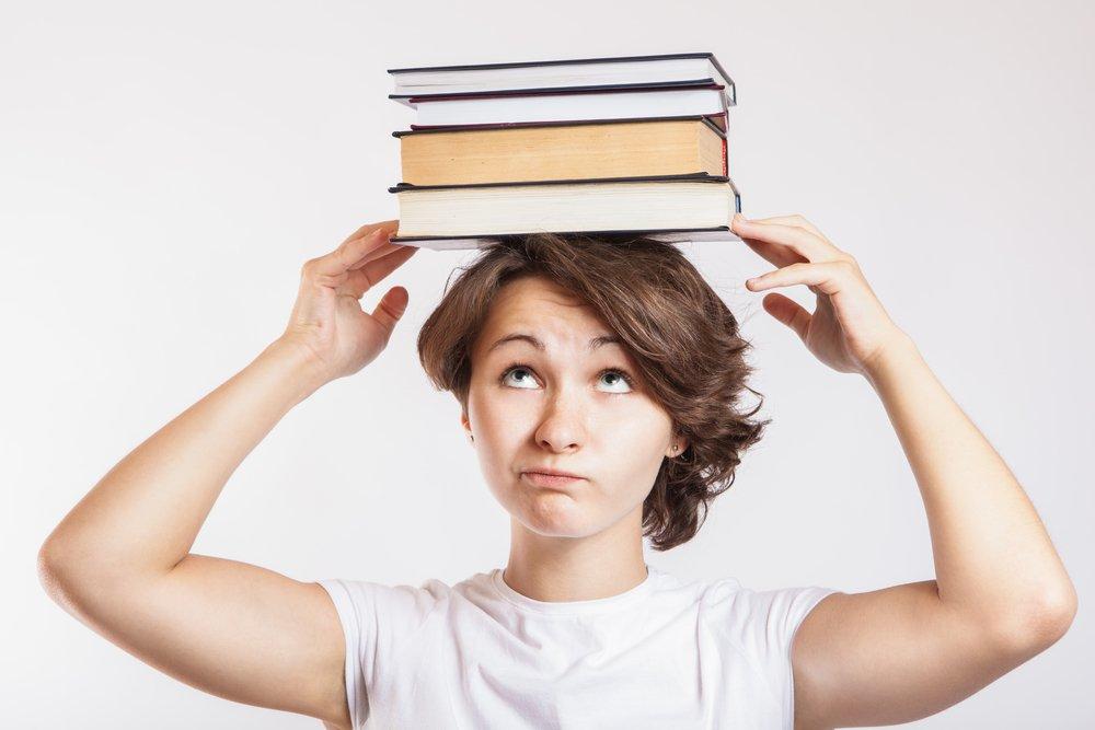 Красивое лицо: хождение с книгой на голове