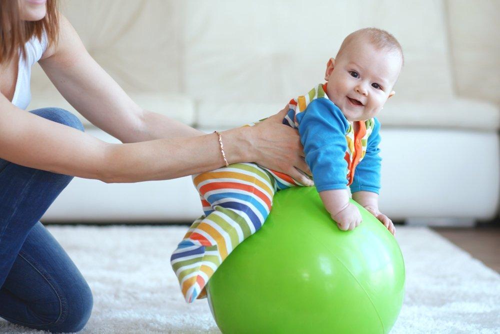 Польза занятий на фитболе для грудных детей
