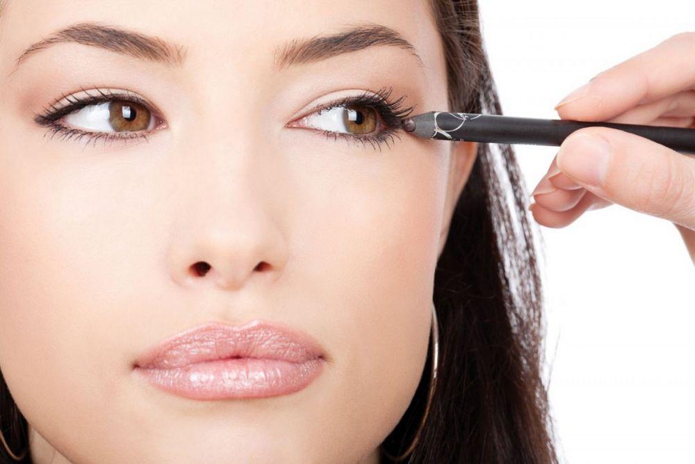 Косметика для век по оттенку совпадает с цветом глаз