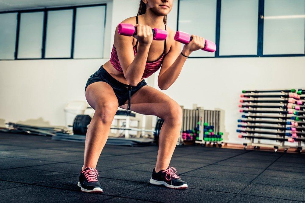 Особенности фитнес-тренировок с гантелями