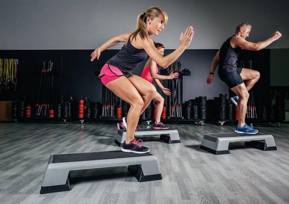 Степ-аэробика — фитнес с силовыми и аэробными нагрузками