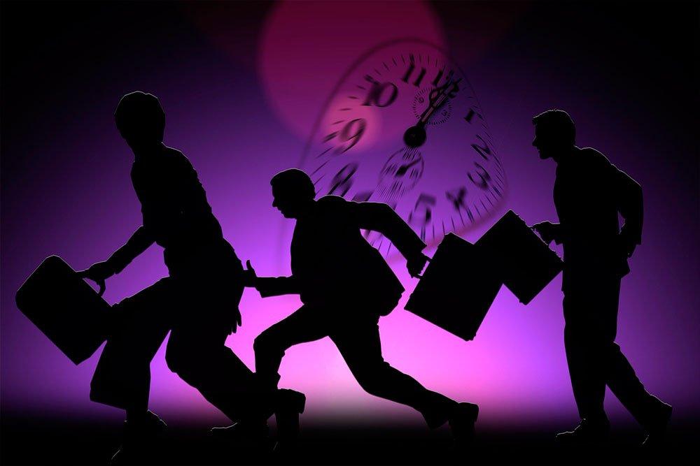 Сила привычки опаздывать, ее влияние на психологию отношений в коллективе