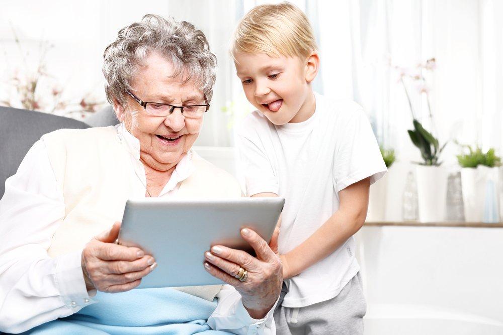 Позитивные стороны взаимодействия бабушки с ребенком