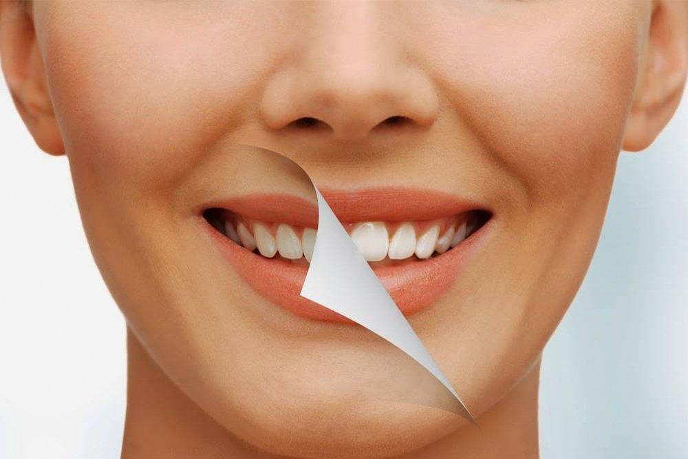 Что должно присутствовать в составе средства для красоты губ