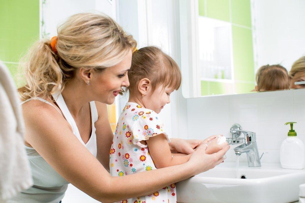 Уход за малышами: воспитание полезных привычек