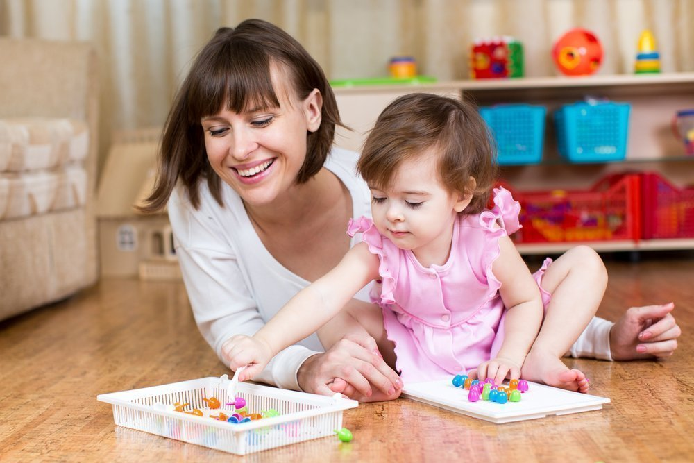 Как ребенок, играя с пальчиками, развивает речь?