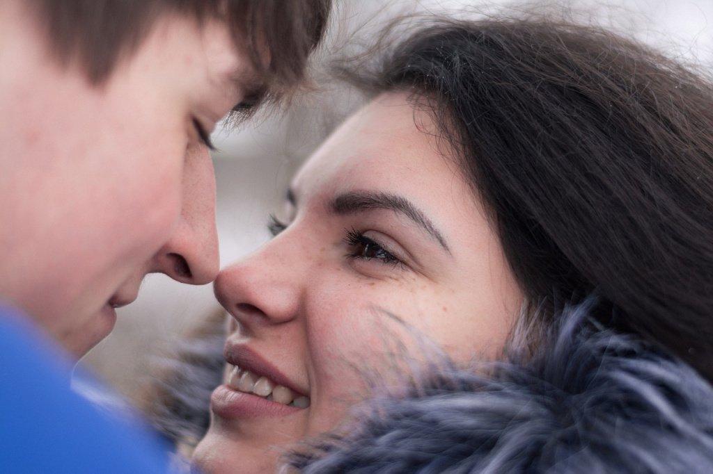 Любовь не только следствие активности гормонов
