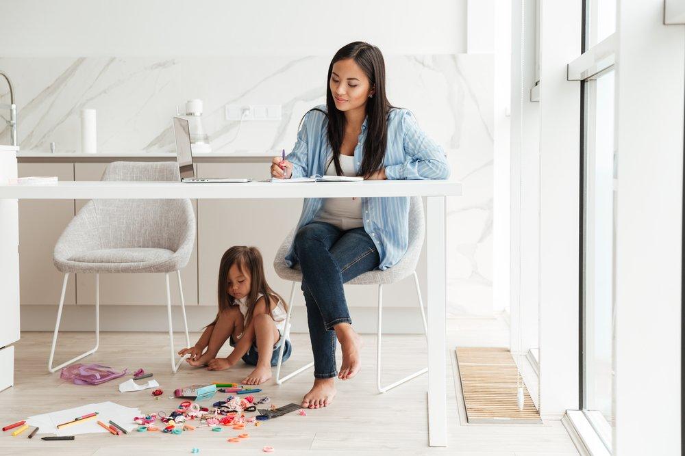 Как избежать последствий детской травмы и материнской отстраненности?