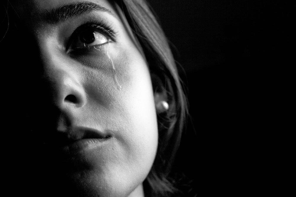 Какие факторы стресса заставляют плакать?