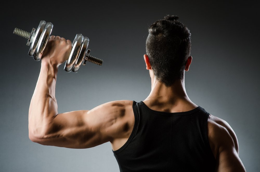 Занятия фитнесом с гантелями для поклонников ЗОЖ