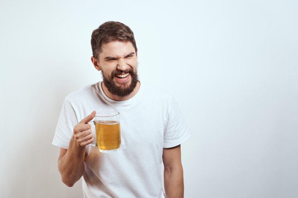 «Спиртное помогает бороться с депрессией и стрессом»