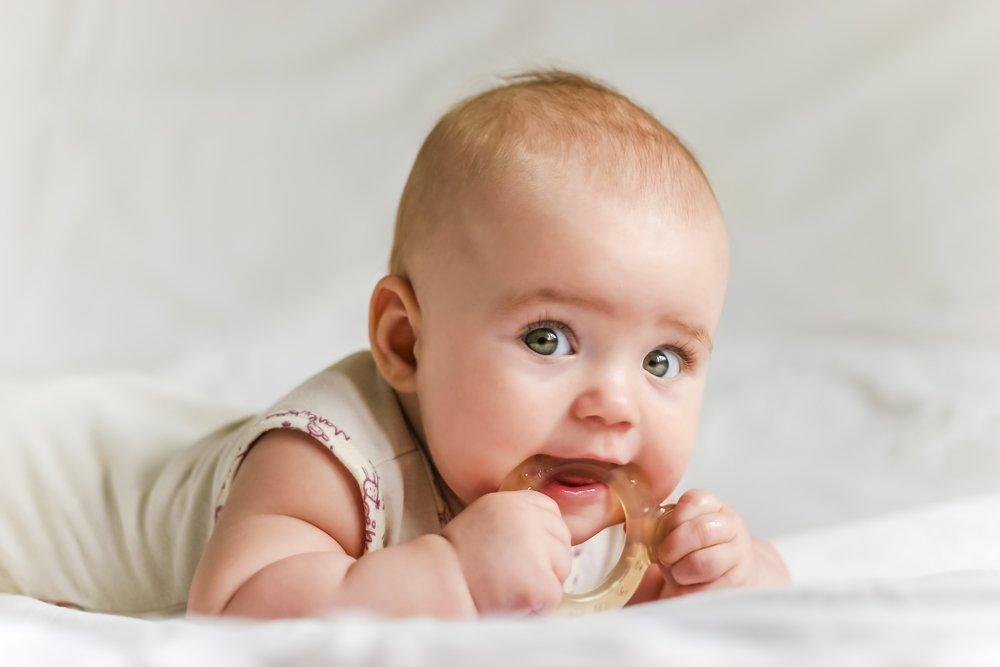 Воспаление, боль, зуд — чего еще ждать родителям при прорезывании зубов?