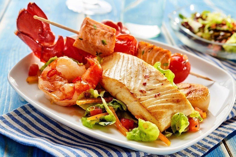 Как готовить рыбу и морепродукты на огне?