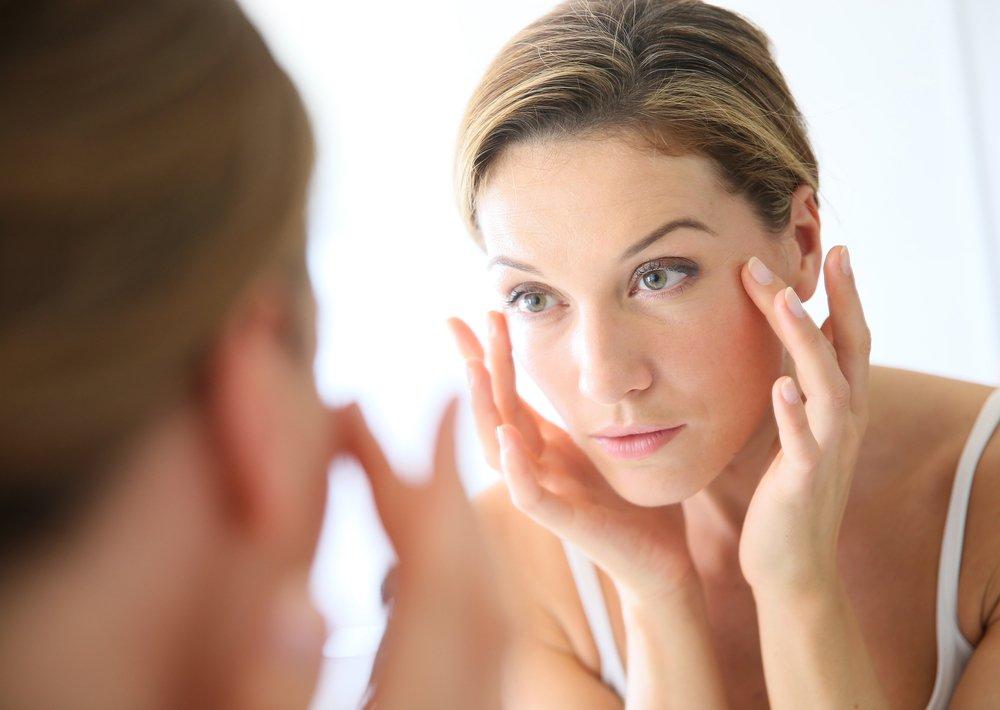 Как правильно осуществлять уход за лицом женщины с помощью кремов?