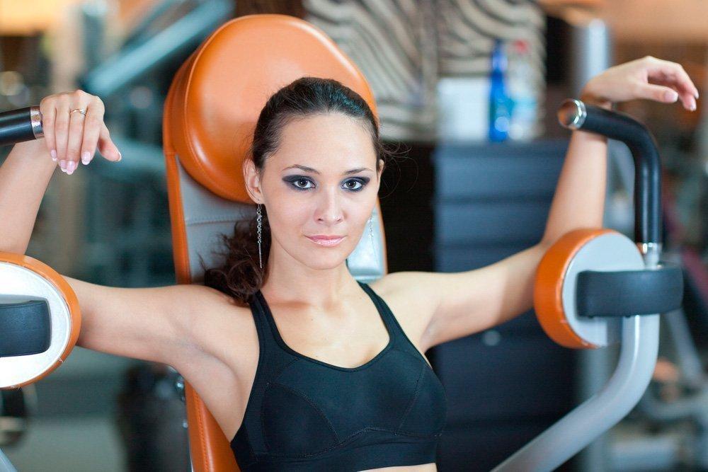 Упражнения для фитнес-тренировок в спортзале