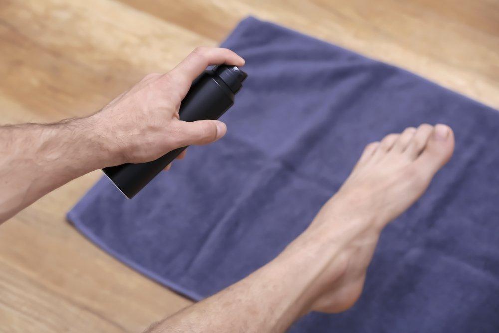 1. Подберите дезодорант или антиперспирант для ног