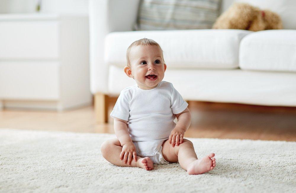 Как правильно учить ребенка сидеть: начинаем с tummy time