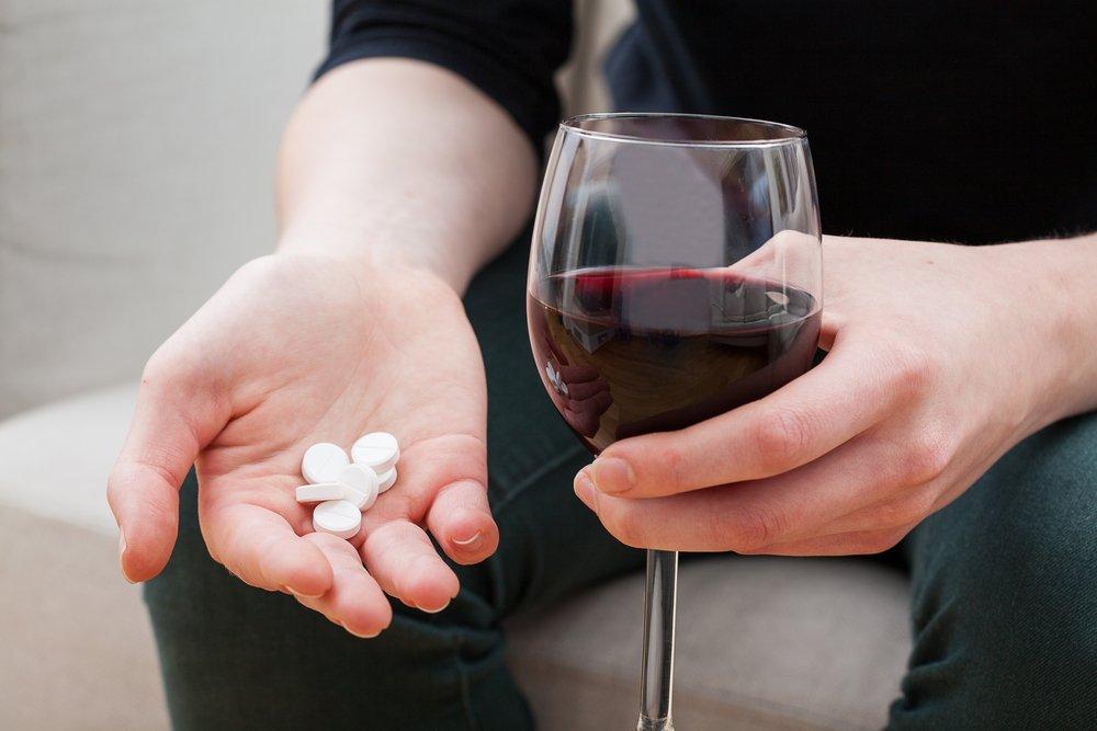 Алкоголь и лекарства – можно ли совмещать?