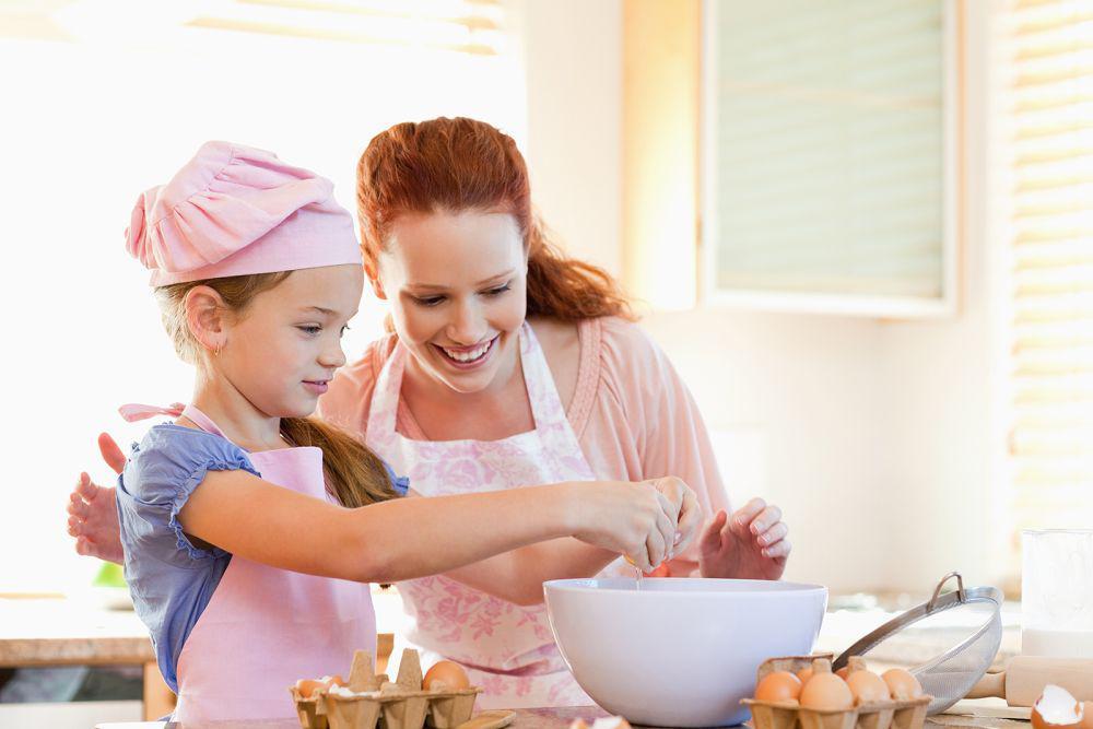 Родителям на заметку: правила поведения и гигиены для детей на кухне