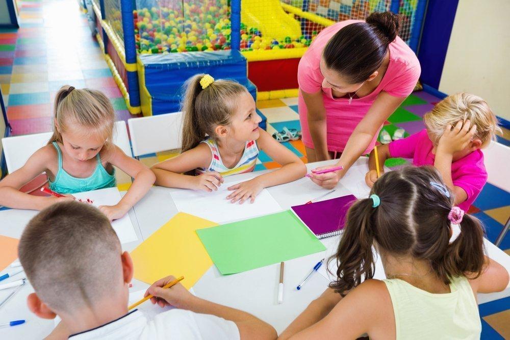 Учитель объясняет правила и задает вопросы