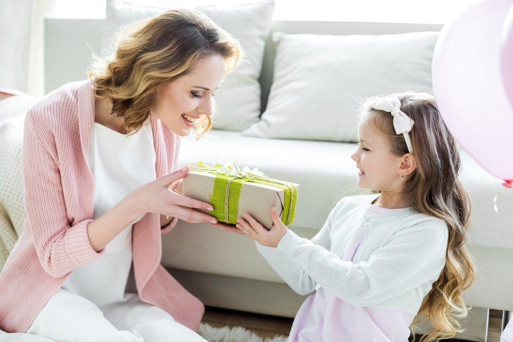 Стоит ли детям делать дорогие подарки?