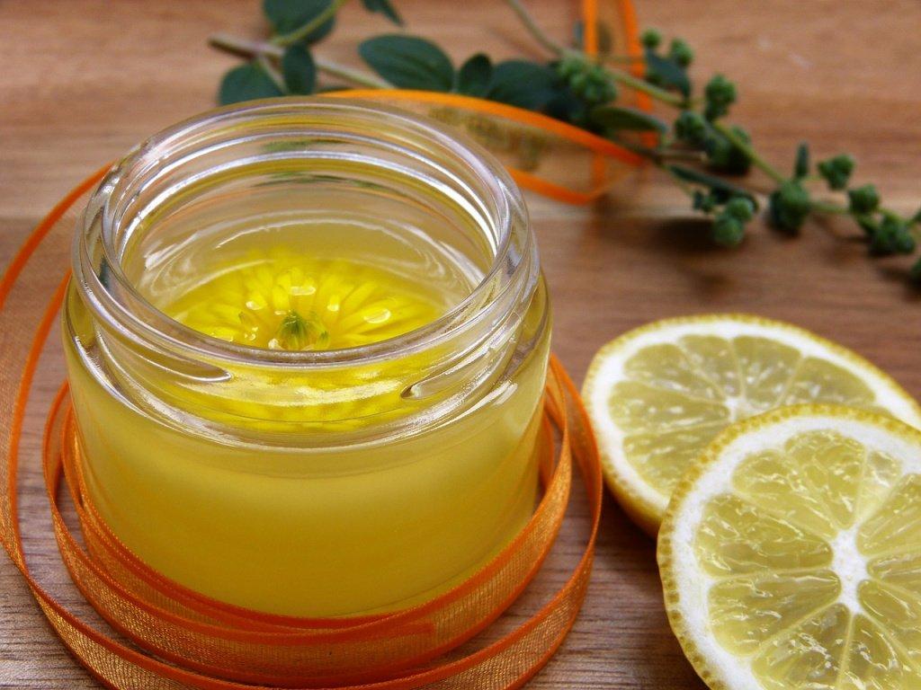 Лимон в рецептах матирующих масок и тоников