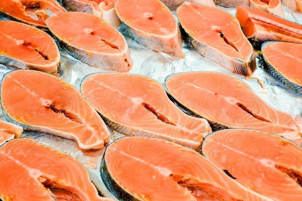Чем еще опасна соленая и копченая рыба?